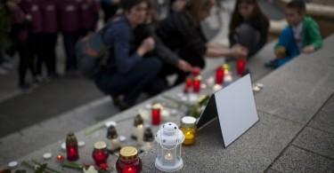 Kaposvári gyilkosság - Gyertyagyújtással emlékeztek az áldozatra