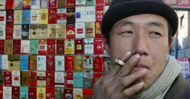 Cigarettázó kínai
