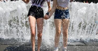 Az Országos Meteorológiai Szolgálat előrejelzése szerint a következő napokban csak helyenként lehetnek frissítő zivatarok, tovább melegszik a levegő, június 14-én akár 36 Celsius-fokig is emelkedhet a hőmérséklet. MTI Fotó: Balogh Zoltán