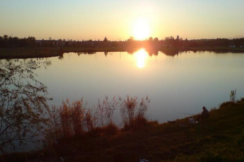 Napnyugta a csesztregi tónál