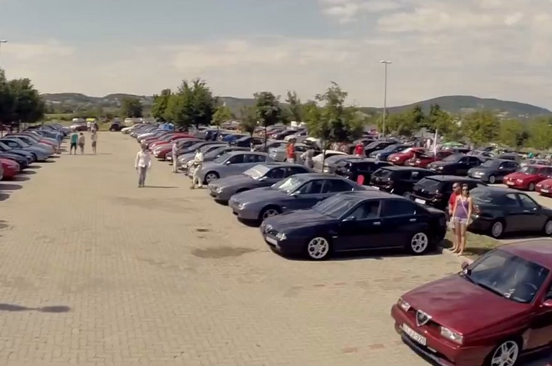 Alfa Romeók a SunCity parkolójában